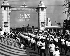 This looks like a Labour Day Parade! The original Dufferin Gate at the CNE in Toronto, Toronto Ontario Canada, Canadian History, Landscape Photos, Real Estate Marketing, Curiosity, Vintage Photos, Gate, Nostalgia, Youth