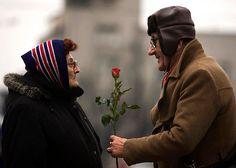 Pictures of True Love - Couples in Love - Redbook Couples Âgés, Vieux Couples, Couples In Love, Elderly Couples, Cute Old Couples, Sweet Couples, Mature Couples, Married Couples, Still In Love
