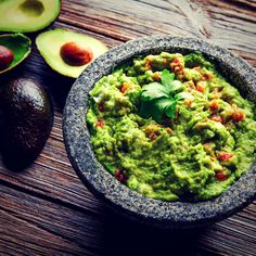 If you live in a four seasons climate, you know the first part of June is the best time to entertain outdoors. It's finally margarita and guacamole time. Guacamole Chips, Avocado Guacamole, Guacamole Recipe Easy, Homemade Guacamole, Fresh Avocado, Homemade Tortilla Chips, Homemade Tortillas, Best Salsa Recipe, Homemade Jerky