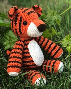 Mesmerizing Crochet an Amigurumi Rabbit Ideas. Lovely Crochet an Amigurumi Rabbit Ideas. Lion Crochet, Crochet Elephant, Crochet Gratis, Crochet Dolls, Free Crochet, Crochet Baby Toys, Crochet Animal Patterns, Stuffed Animal Patterns, Amigurumi Patterns