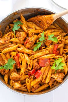 Puerto Rican Pasta with Chicken - this Spanish pasta recipe is filled with tender pieces of chicken, bell peppers and a sofrito seasoned tomato sauce that will knock your socks off! Italian Pasta Recipes, Easy Chicken Dinner Recipes, Chicken Pasta Recipes, Healthy Pasta Recipes, Healthy Pastas, Cuban Recipes, Noodle Recipes, Healthy Snacks, Chicken Bell Pepper Recipes