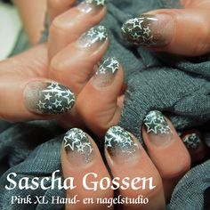 Naturel nails with #CND #Shellac #OvertlyOnyx with #stars   #CND #Shellac #nailart #naildesign #stamps #stampingnailart #grey