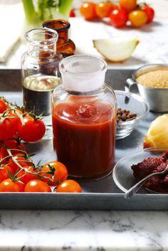 Den godaste ketchupen är den hemgjorda du gör själv. För tomatketchup med lite sting i, tillsätt en halv tesked kajennpeppar.