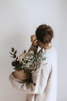 woman carrying white flower plant photo – Free Plant Image on Unsplash Pink Photo, Sea Photo, Instagram Selfies, Doctor Images, Festival Image, Little Rose, Rose Images, Writing Styles, Photography Poses
