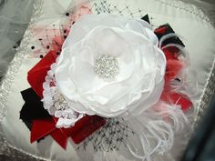 Etsy の White Red and Black Flower Headband Baby by lepetitejardin