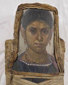 J-C,Antinoé, Louvre (AF Ancient Artifacts, Ancient Egypt, Ancient History, Egyptian Mummies, Old Portraits, Old Faces, Art Antique, Byzantine Art, Roman Art