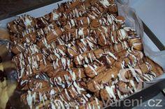 Velmi dobré a pěkné cukroví. Candy, Chocolate, Food, Chocolates, Eten, Candles, Brown, Meals, Candy Bars
