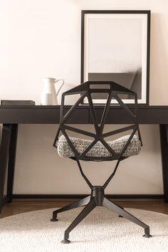 Regionale, handgefertigte Möbel kombiniert mit Naturtextilien. Designklassiker mit einem Mix & Match aus Moderne spiegeln unsere Philosophie, die auf bodenständige Tradition sowie auf Weltoffenheit setzt, wieder.   #hotelgebhard #interiordesign #fiss-serfaus-ladis Interiordesign, Modern, Philosophy, Handmade Furniture, Trendy Tree