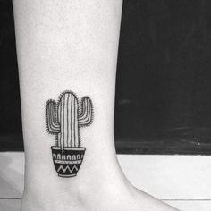 Tatuagem criada por Claudia Tiemi de São Paulo. Cacto super delicado. #tattoo #tattoo2me #tatuagem #art #arte #delicada