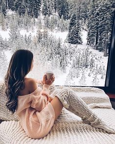 Cozy Knitted Over Knee Socks - Soso - Winter Fashion Hygge, Gq, Esquire, Lake Tahoe Resorts, Southern Curls And Pearls, Shooting Photo, Winter Stil, Photo Instagram, Disney Instagram