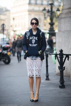 Sweatshirt + lace skirt  [ #sweatshirt #street style #laceskirt ]