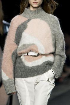 Alberta Ferretti at Milan Fashion Week Fall 2019 - Pullover und Gestricktes - Knitwear Fashion, Knit Fashion, Fashion Boots, Alberta Ferretti, Edgy Dress, Swag Dress, Milan Fashion Weeks, Pullover, Fashion Pictures