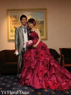 こちらのおふたりののお色直しのときのご様子です。清楚な白ドレスから、あでやかな赤紫がかったピンク系のドレスへお色直しです。華やかで素敵です~(^^) ... Kaftan, Ball Gowns, Fairy, Victorian, Romantic, Formal Dresses, Floral, Fashion, Bridle Dress