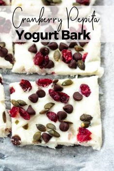 This Cranberry Pepita Yogurt Bark is the perfect healthy treat to satisfy that sweet tooth. It's naturally sweetened and is sure to become a household favorite. Tapas Recipes, Healthy Dessert Recipes, Healthy Treats, Delicious Desserts, Snack Recipes, Healthy Lunches, Candy Recipes, Healthy Eating, Yogurt Bark Recipe