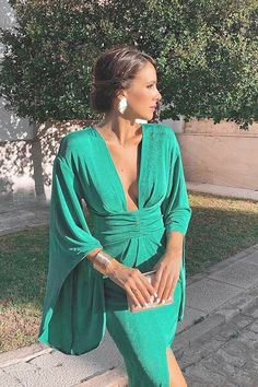 Fashion sexy green dress Hot new style Deep V dress Slim party dress temperament retro style - Dress Shop Sexy Green Dress, Green Party Dress, Green Dress Outfit, Dress Party, Fancy Dress, Dress Black, Party Dresses For Women, Summer Dresses, Beach Dresses