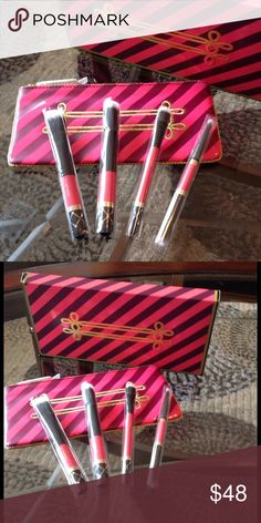 🌺NEW! MAC NUTCRACKER SWEaeT MINERALIZE BRUSH KIT BRAND NEW! LIMITED EDITION MAC NUTCRACKER SWEET MINERALIZE BRUSH KIT-INCLUDES 1-SMALL DUO FIBRE BRUSH 1-DUO FIBRE BLUSH BRUSH 1-DUO FIBRE EYE SHADER BRUSH 1- DOUBLE ENDED BRUSH (FIBRE SMALL EYE SHADOW/DUO FIBRE TAPERED BLENDING BRUSH), & BAG FOR BRUSHES....NEVER USED! EXCELLENT NEW CONDITION! MAC Cosmetics Makeup Brushes & Tools