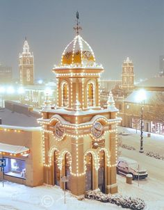 Give me snow and the Plaza lights and I'll give you a Christmas card photo. #MyHometownPins