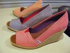 Toms shoes are designed in the latest style and the match of color will attract your eye Funky Fashion, I Love Fashion, Womens Fashion, Fashion Outfits, Cute Shoes, Me Too Shoes, Tom Shoes, Cool Style, My Style