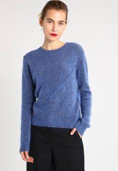 Holzweiler. TRUDE - Strikpullover /Striktrøjer - denim blue. Fit:normal. Mønster:meleret. Materiale:34% mohair, 34% uld, 27% nylon, 5% elasthan. Samlet længde:62 cm i størrelsen S. Plejeanvisning:vaskes i hånden. Længde:normal længde. Ærmelængde:ekstra lang,... Uld, Blue Denim, Pullover, Sweaters, Fashion, Moda, Fashion Styles, Sweater, Sweater