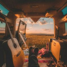 This Guy Lives In A Treehouse And It's All Of Our Childhood Dreams - - This Guy Lives In A Treehouse And It's All Of Our Childhood Dreams Van Life ☮️ American Hippie Bohéme Boho Style ☮️ Wanderlust Camping Car, Camping Life, Camping Hacks, Outdoor Camping, Van Life, Vw California Beach, Mundo Hippie, Kombi Home, Hippie Vibes