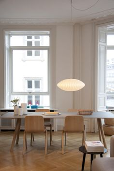 Danish Design ideas for Your Dining Room Table 08 - Home Decor Ideas 2020 Wooden Dining Tables, Dining Room Table, Dining Chairs, Dining Table Lighting, Room Chairs, Home Furniture, Modern Furniture, Diy Esstisch, Nelson Bubble Lamp