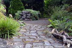 Mit Steinen im Garten Akzente setzen - Stepping Stones, Sidewalk, Cluster, Outdoor Decor, Natural Stones, Plants, World, Walkways, Pavement