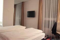 Hotel Enso Ingolstadt Fernseher an der Wand
