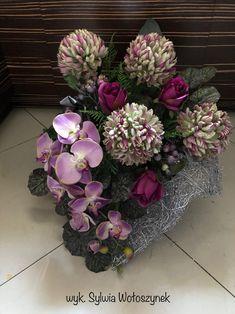 Fall Home Decor, Autumn Home, Funeral Flowers, Decoupage, Floral Wreath, Wreaths, Table Decorations, Floral Arrangements, All Saints Day