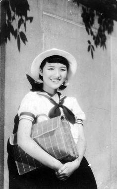 Takamine Hideko 高峰秀子 (15 years old) in Hanatsumi nikki 花つみ日記 (Hanatsumi diary) - Director : Tamizou Ishida 石田民三 - 1939