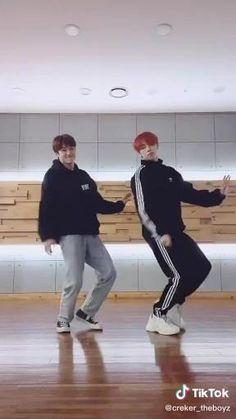 Bts Funny Videos, Funny Kpop Memes, Changmin The Boyz, Kpop Gifs, Hip Hop Dance Outfits, Korean Best Friends, Abs Boys, Kim Sun, Chang Min