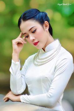 Vietnamese Traditional Dress, Traditional Dresses, Turtle Neck, Sweaters, Fashion, Moda, Fashion Styles, Sweater, Fashion Illustrations