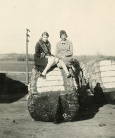 vintage: two young ladies on...cotton? // 1930s photo