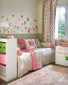 Детская комната. Пчелки, бабочки, цветочки - неповторимая атмосфера уюта.
