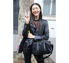 Le top Liu Wen http://www.vogue.fr/defiles/street-looks/diaporama/street-looks-a-la-fashion-week-printemps-ete-2014-de-paris-jour-1-2/15421/image/852033#!le-top-liu-wen