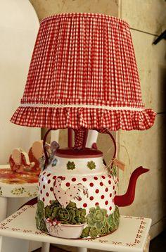 Çaydanlık lamba # DIY Home Decor unique 25 Unique Lighting Fixtures, Creative … Red Cottage, Cottage Style, Country Decor, Farmhouse Decor, Country Lamps, Teapot Lamp, Rooster Decor, Decoration Bedroom, Unique Lighting