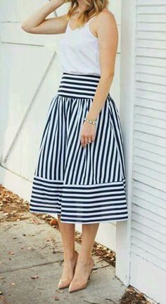 Classic navy and white midi-skirt Jw Fashion, Modest Fashion, Look Fashion, Fashion Dresses, Classy Outfits, Pretty Outfits, Casual Outfits, Skirt Outfits, Dress Skirt