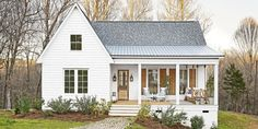 The modern farmhouse style isn't just for rooms. The farmhouse exterior design totally reflects the whole style of the home and the family tradition also. It totally reflects the entire style… White Farmhouse Exterior, Farmhouse Style, Southern Farmhouse, Farmhouse Ideas, Urban Farmhouse, Cottage Exterior, Farmhouse Decor, Small Farmhouse Plans, Farmhouse Homes
