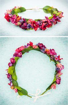 Corona de flores disponible en nuestra web. Hacemos tocados de flores personalizados para eventos o bodas para ser la invitada perfecta.