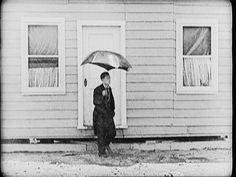 Mal tiempo (http://giphy.com/gifs/buster-keaton-umbrella-one-week-yy0D0Q4lOiR56)