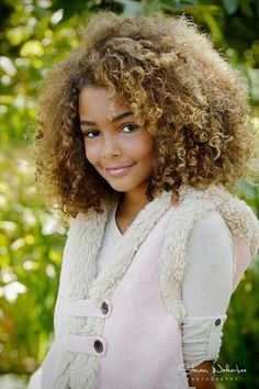 gorgeous curls, big hair, natural hair,love it! :) kiiiiiiinda want to dye my hair like this. :P Beautiful hair color. Pelo Natural, Natural Curls, Natural Beauty, Big Hair, Your Hair, Short Hair, Beautiful Children, Beautiful People, Curly Hair Styles