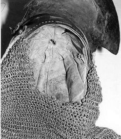 Bascinet with Aventail, Ruestkammer Schloss Churburg, Schluderns ref_arm_1559 Date: 1370-1400 Weight (Helmet): 3.26 Kg Weight (Aventail): 3.00 Kg Height: 29 cm Ear to Ear Distance: 20 cm Chainmaille Rings Diameter (Outer/Inner): 11/9 mm The visor probably belonged to another skull. Most notably, this is the only surviving bascinet that retains its original liner.