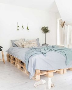 Inspiring and Creative DIY Pallet Bed Frame Ideas Room Ideas Bedroom, Bedroom Decor, Blue Bedroom, Diy Pallet Bed, Pallet Wood, Wooden Pallets, Floor To Ceiling Windows, New Room, Room Inspiration