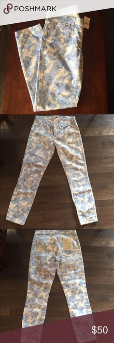 🆕 J.Crew Blue Floral Toothpick Jeans NWT Ankle 27 Brand new with tags! All of my items are triple cross posted for fast sales! Thank you for looking! J. Crew Jeans Ankle & Cropped