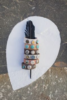 Bright coloured feathers showing undefined paths. Diy Jewelry, Handmade Jewelry, Jewelry Ideas, Jewellery, Boho Fashion, Fashion Jewelry, Coloured Feathers, Of Brand, Country Girls