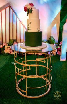 Nigerian Traditional Wedding, Traditional Wedding Decor, Traditional Cakes, Wedding Dresses South Africa, Igbo Wedding, Feather Centerpieces, Fairytale Weddings, Wedding Decorations, Table Decorations