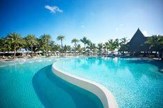 LUX* Belle Mare à l'île Maurice, l'une des plus grandes piscines de Maurice...