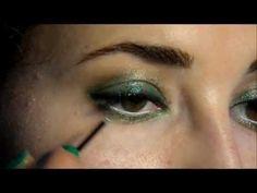 Maquillaje de ojos en tonos verdes con purpurina