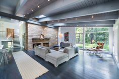 Mid-century modern remodel in Massachusetts opens to the outdoors