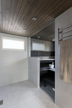 Comfy home sauna design ideas Bad Inspiration, Bathroom Inspiration, Bathroom Ideas, Bathroom Toilets, Laundry In Bathroom, Modern Saunas, Building A Sauna, Sauna Shower, Spa Treatment Room