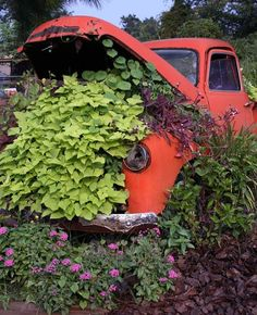 Truck Tailgate Bench, Truck Bed, Garden Beds, Home And Garden, Outdoor Art, Outdoor Decor, Country Trucks, Flower Truck, Texas Gardening